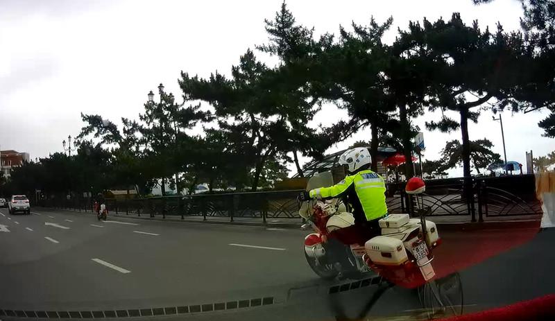 青岛中考第一天:考生忘带准考证 警车开道15分钟紧急取回