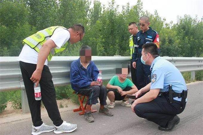 """守护""""回家路""""!东营警方成功救助一名外地走失老人"""