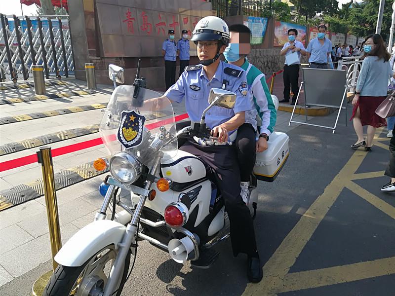 警察叔叔有点忙!青岛12名考生忘带证件 交警全力护航