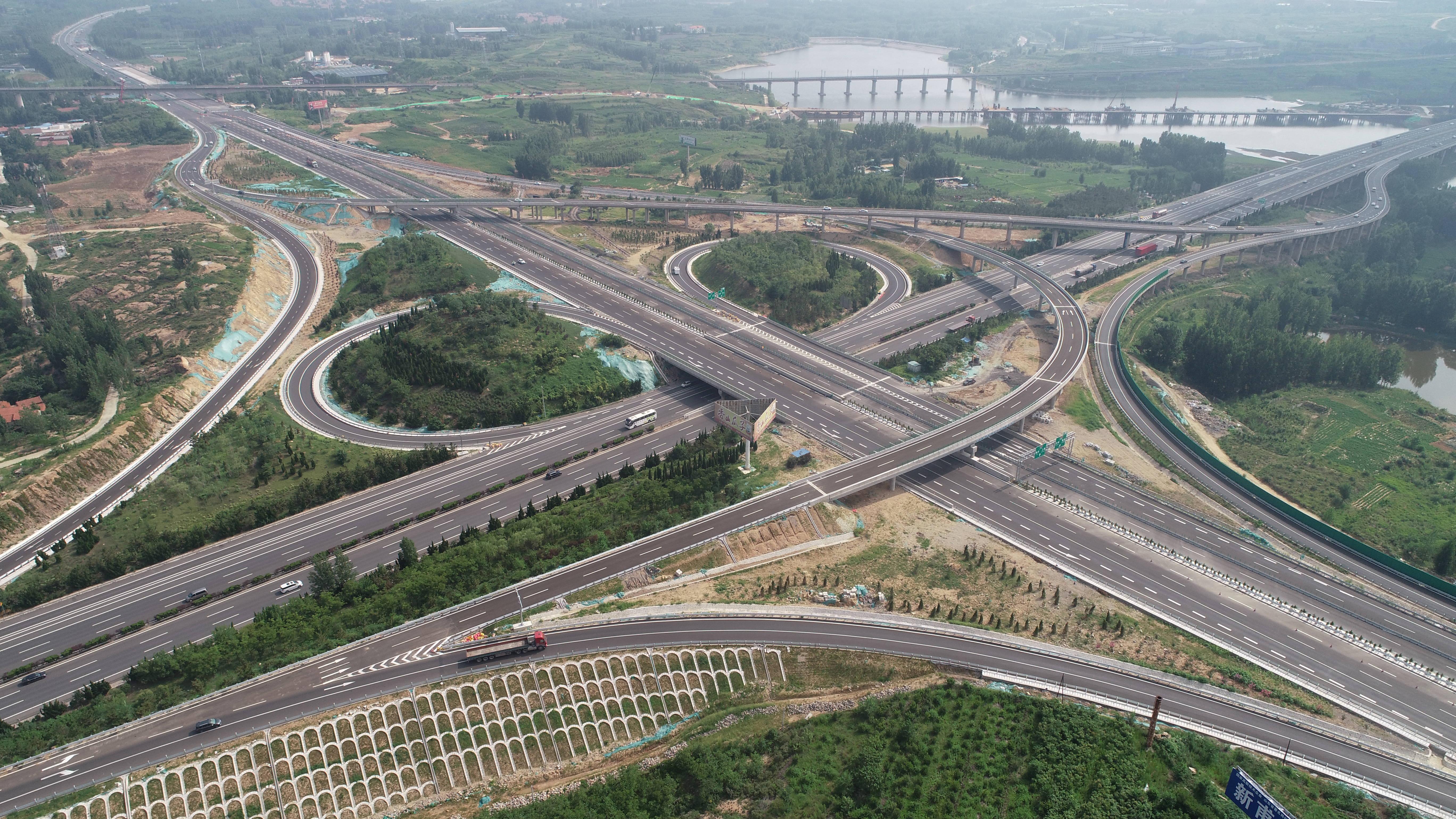 四车道变八车道!京沪高速改扩建项目莱芜枢纽互通立交桥全线通车