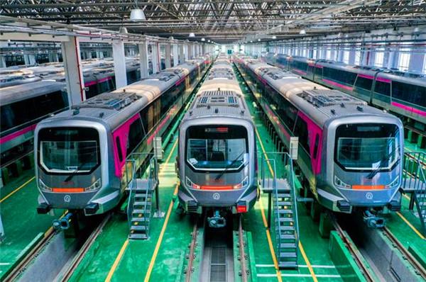 """青岛地铁1号线、8号线新列车""""跑起来""""了!"""