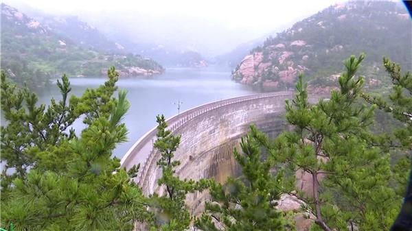 109秒   青岛崂山流清河水库满库溢洪 各主要河流均出现明显径流