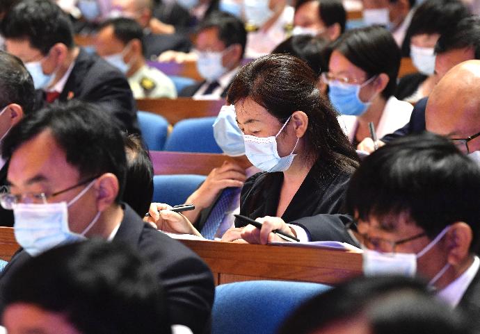 组图|山东省十三届人大四次会议开幕