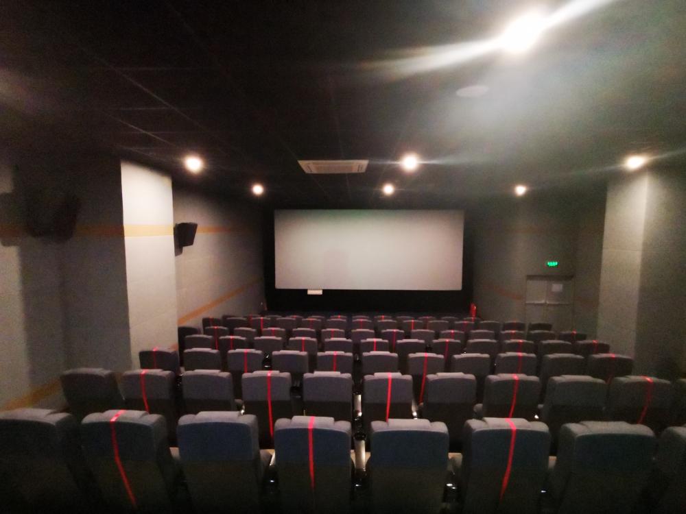 69秒丨影院今日正式复映 记者现场探班:多部旧片复映,部分新片仍在路上