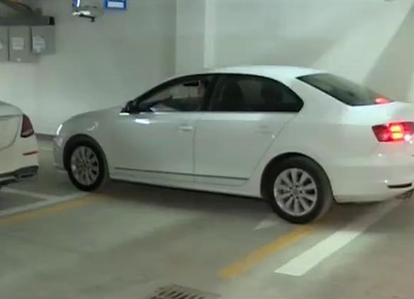 临沂多名业主买了车位难停车 开发商否认当初设计图误导消费者