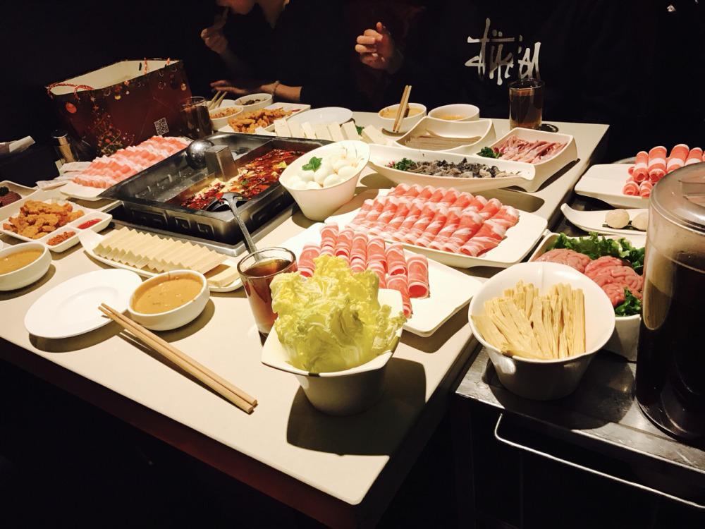 济南市民海底捞吃出疑似塑料片!海底捞深夜道歉