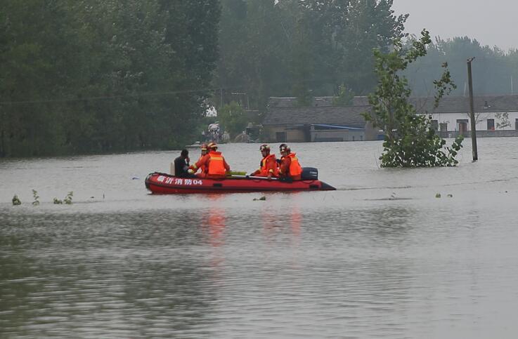 34秒丨驰援滁州抗洪一线!临沂消防救援支队营救遇险群众18人