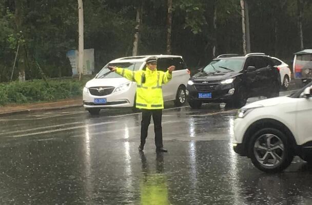 31秒|临沂交警部门启动恶劣天气应急预案 确保群众出行安全