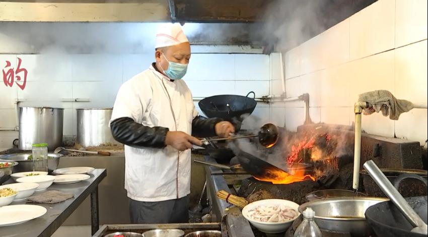 """39秒 大暑到,""""喝暑羊""""!今天枣庄的羊汤馆生意都挺火爆"""