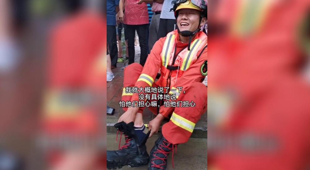 30秒丨山东消防战士增援滁州抗洪 怕父母担心没敢告诉他们