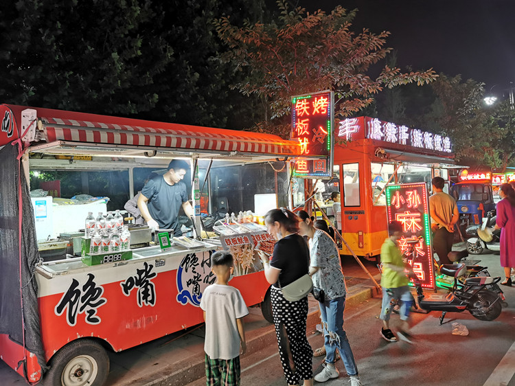 """潍坊安丘市不断释放""""夜经济""""活力 带动700余人灵活就业"""