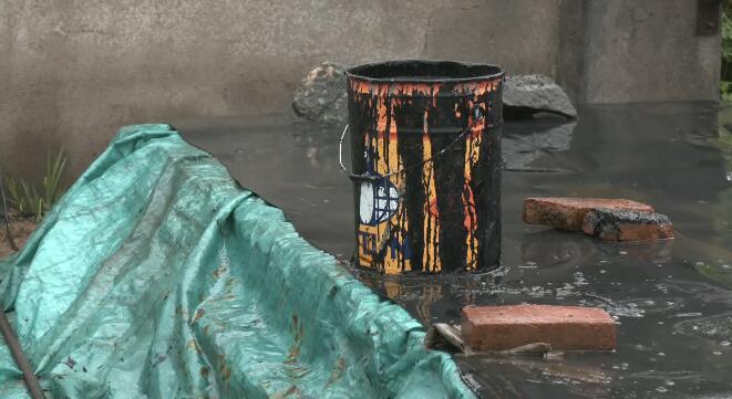29秒丨日照捣毁一非法地下熔炼沥青窝点 犯罪嫌疑人已被依法拘留