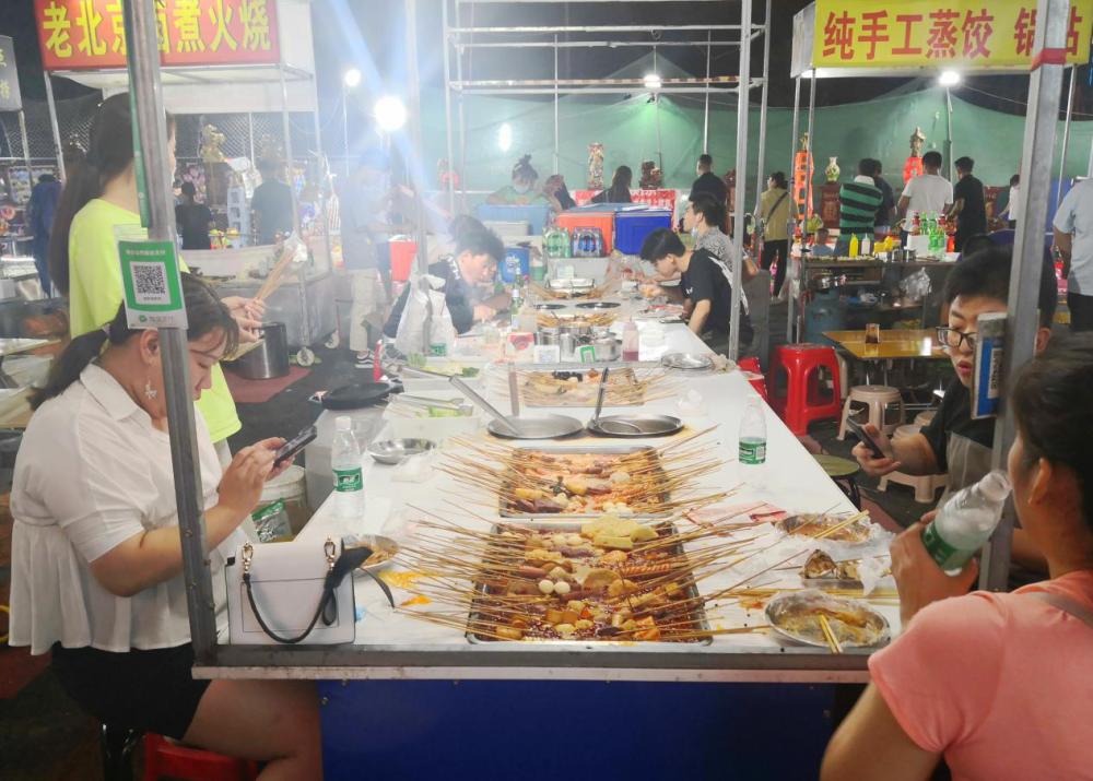"""扎啤、撸串、套圈……携亲伴友,一起来济南东城品位别样的""""深夜食堂"""""""