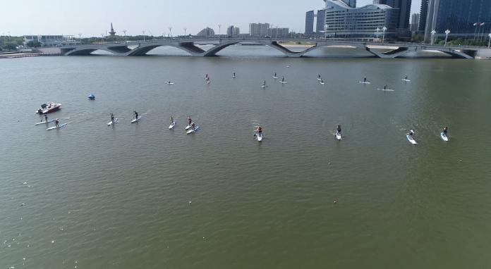 29秒丨中国桨板联赛(日照站)开赛  17个组别共150余名桨板高手参赛