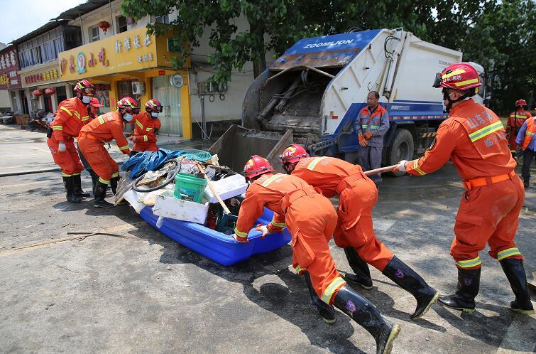 驰援滁州|清淤排涝! 临沂消防开启24小时作业模式