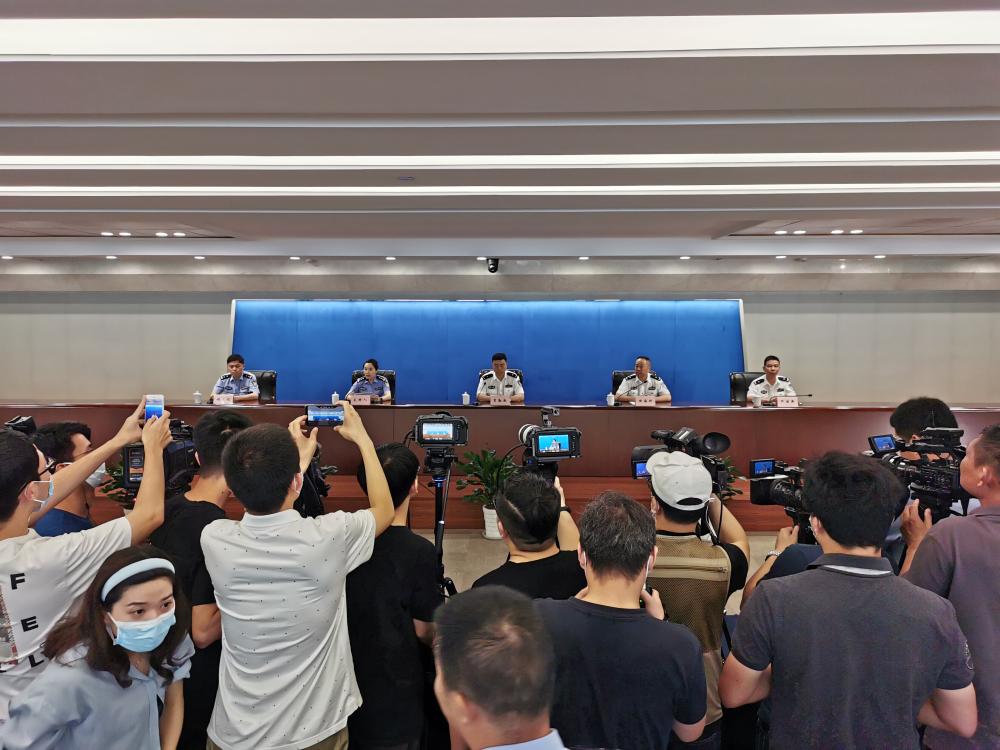 27秒丨杭州失踪女子被丈夫杀害分尸 警方公布嫌疑人抓捕现场画面