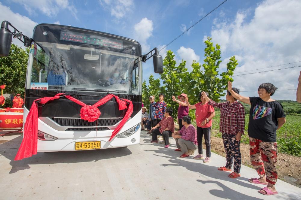 64秒丨威海榮成高家莊村通上了公交車 村民臉上笑開顏