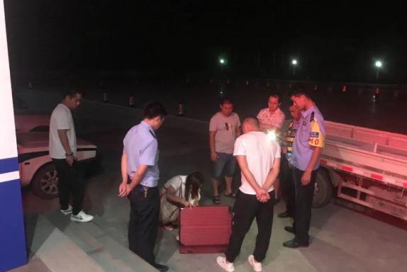 正能量丨一女子丢失行李箱 滨州惠民民警深夜解民忧获点赞