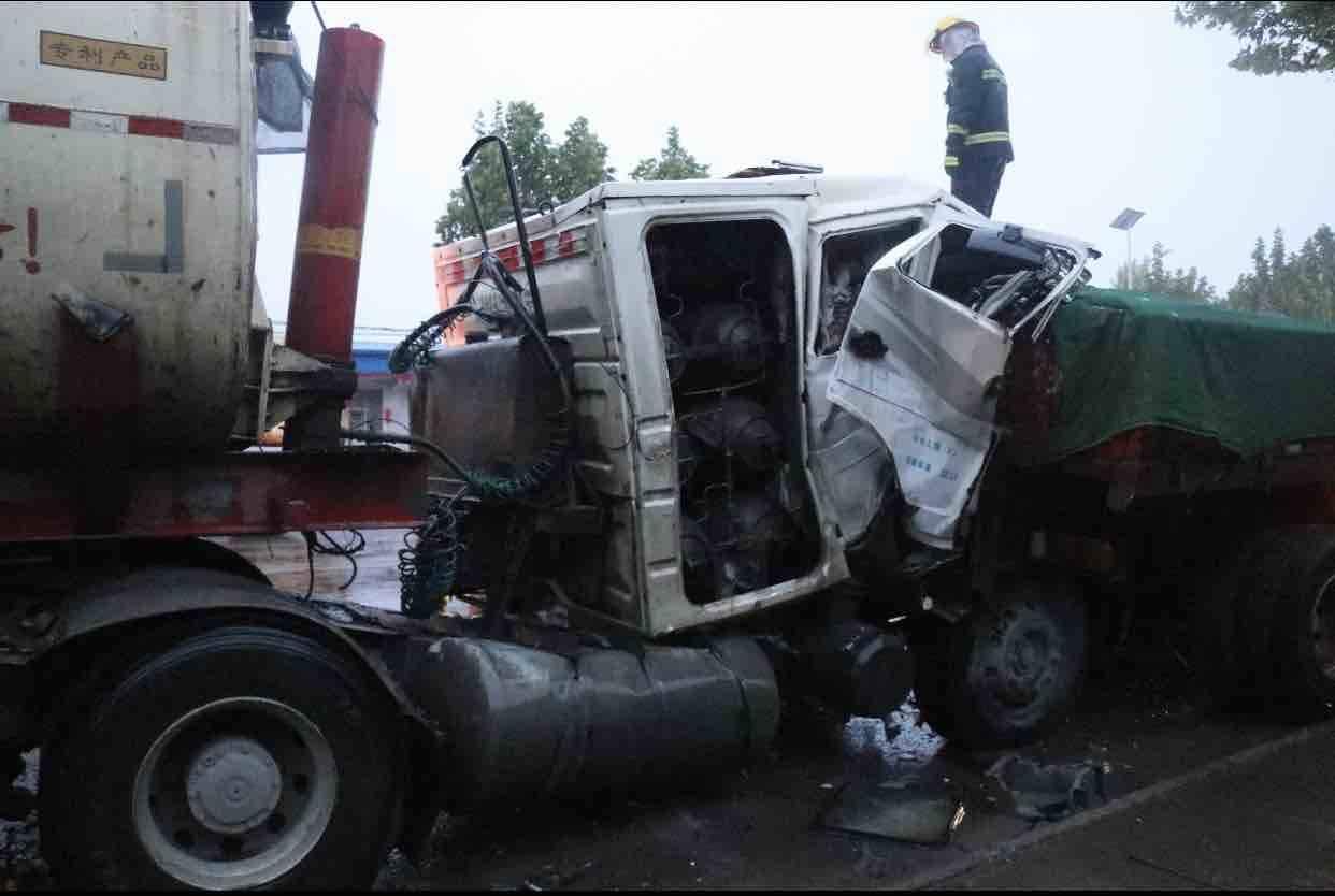 """两辆重型货车相撞 一人死亡 淄博交警发布""""5.8""""寿济路重型货车交通事故调查报告"""