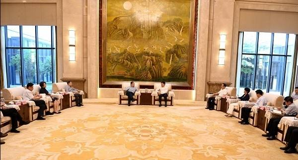 淄博江敦涛会见青岛出版集团客人 双方就深化文化产业合作进行洽谈