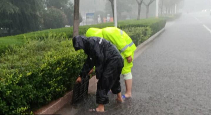 强降雨来袭,临沂加大道路巡查,及时处置道路积水点