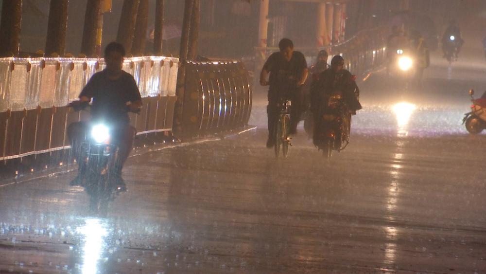 海丽气象吧丨电闪雷鸣,济南多地已下暴雨,山东11市有暴雨