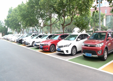 47秒丨379个!潍坊中心城区首批彩色公共停车位上线