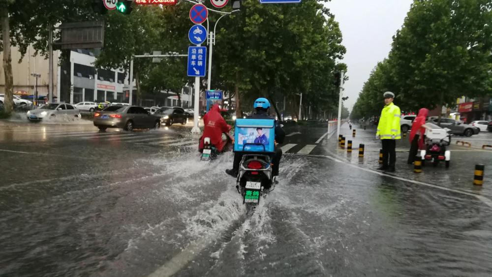 """狂风大作暴雨倾盆 未来几天淄博雷雨频繁""""上线"""""""