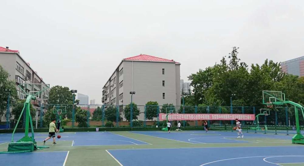 山东省体育中心篮足球场分时段低收费 你会去吗?