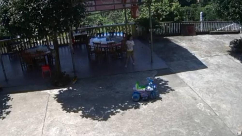 56秒|湖南娄底6岁女孩被邻居砸头 家属回应:否认嫌疑人有精神病