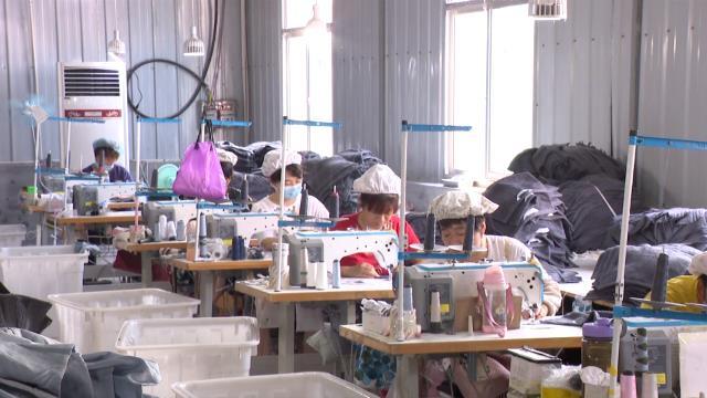 53秒丨滨州惠民桑落墅镇:扶贫车间建村口 就业脱贫有奔头