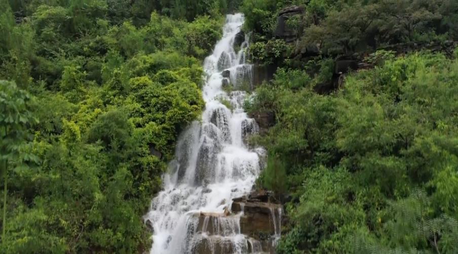 47秒 如白练流泻于深谷巨壑,枣庄山亭山泉飞瀑盛景重现