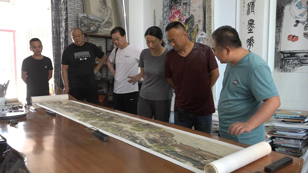 128秒丨高手在民间!莱州绘画爱好者120天临摹出9米长《清明上河图》