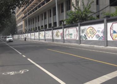 60秒丨潍县美景、名人典故都在这!700余米墙体彩绘亮相潍坊街头