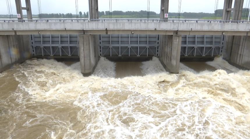 46秒丨强降雨来袭!济宁泗水两座大中型水库已泄洪,防汛形势总体平稳有序