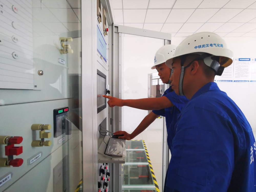 26秒丨潍莱高铁接触网全线送电一次成功 距离通车又近一步!