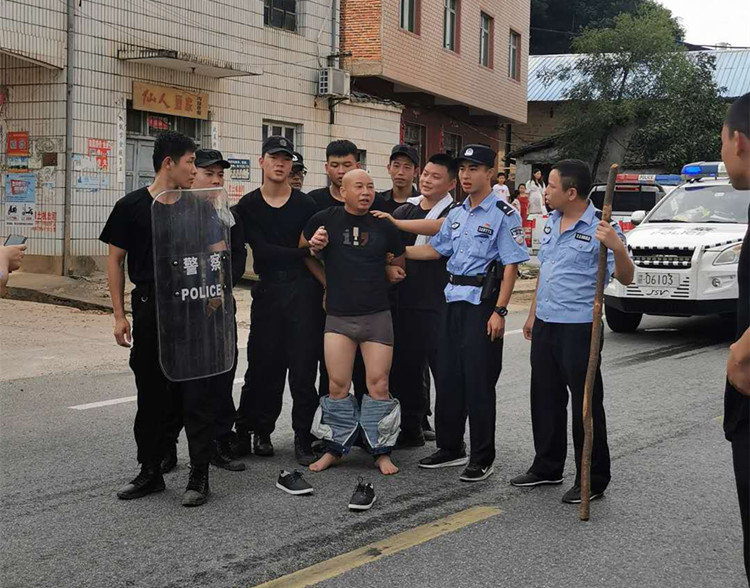 """江西曾春亮杀人案背后:被害康家人跌入""""深渊""""的26天"""