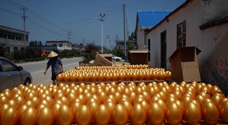 """""""隔壁村出去打工,我们村回来创业""""!山东这个淘宝村1年卖出9亿枚金蛋"""