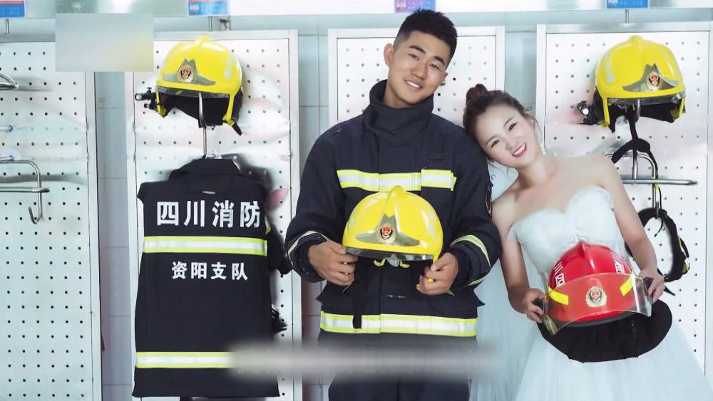 62秒丨异地恋5年 济南女孩考进消防队和男友成了战友