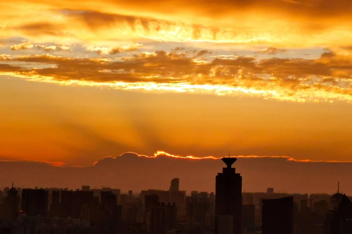 影像力|济南连续三天迎来绝美晚霞美景,落日余晖景正美