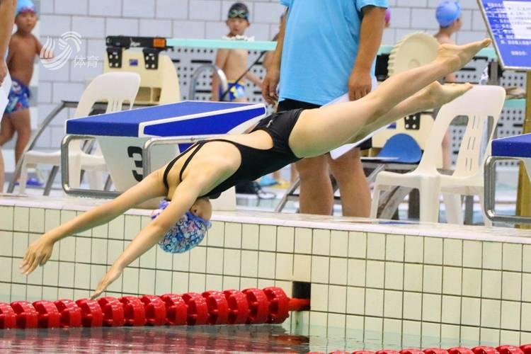 视频丨以赛促练!山东省体育中心游泳馆举办青少年游泳对抗赛