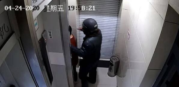 济宁一男子持刀冲进ATM室内抢劫400元,换来三年六个月刑期
