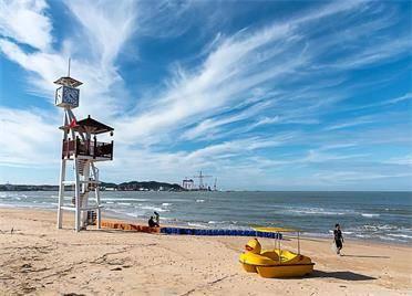 这个地方的美再也藏不住了!快来威海东浦湾海水浴场感受大海的魅力
