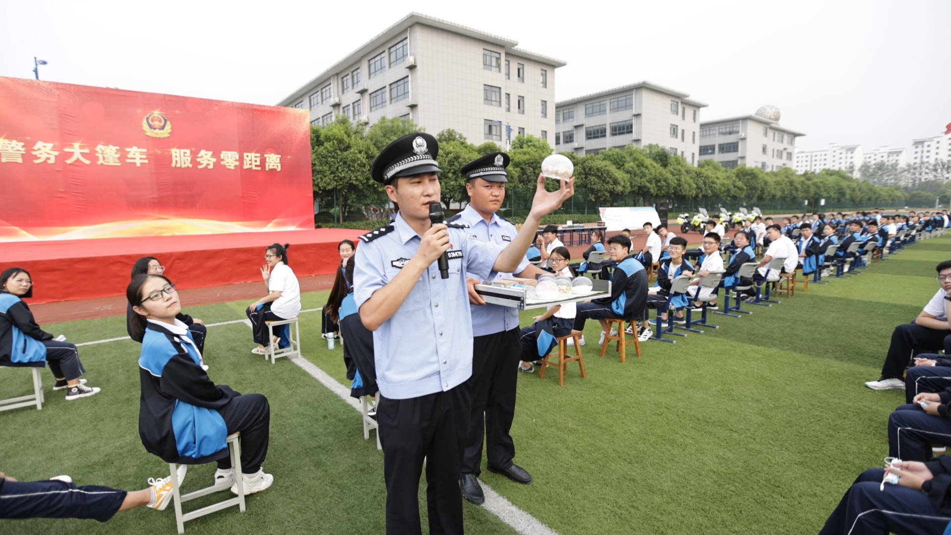"""枣庄:""""警务大篷车""""进校园 谨防电信诈骗"""