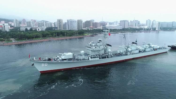 """50秒丨服役34载,110号退役驱逐舰""""落户""""威海"""
