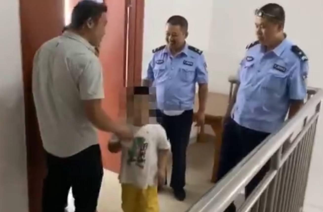 滨州6岁男孩放学后迷路 交警蜀黍发朋友圈帮其找到家人