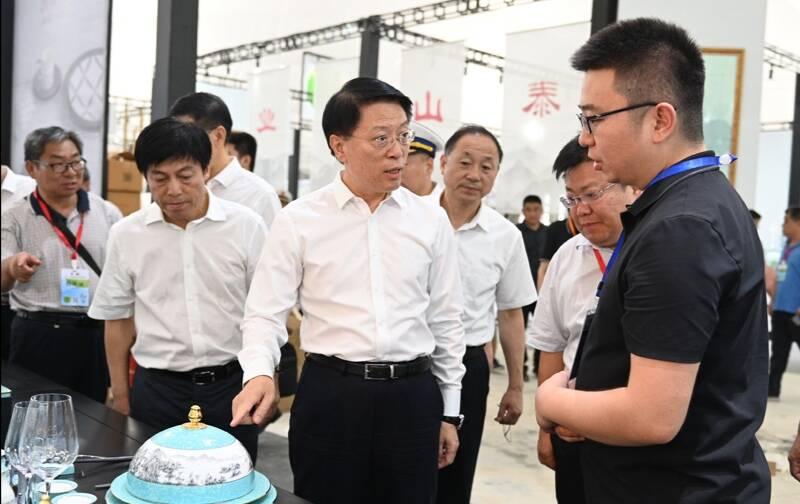 市委书记江敦涛调研陶博会筹备服务工作