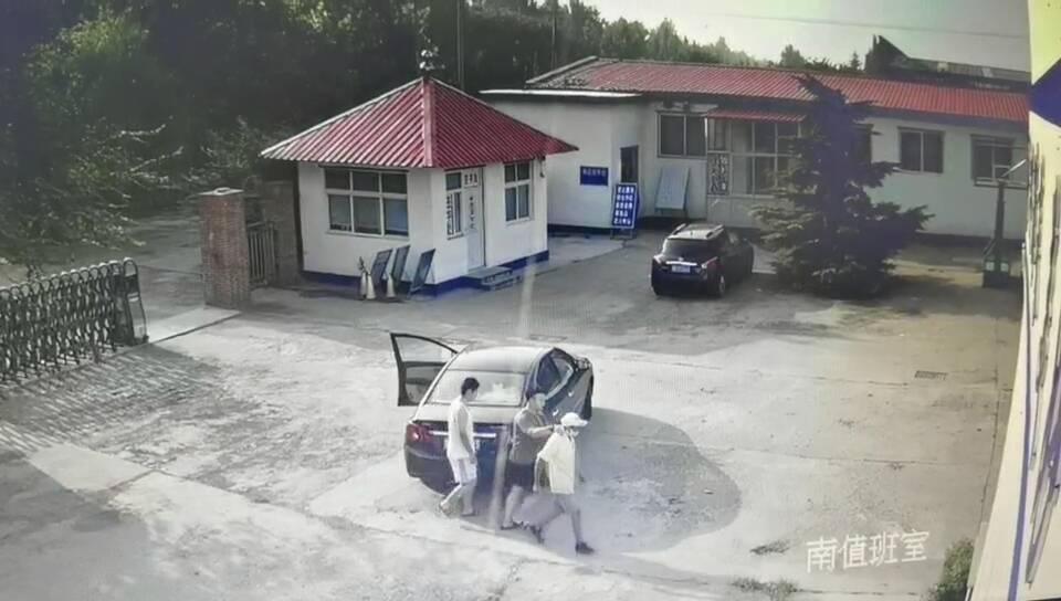 这个小偷不会开车却去偷车!更大胆的是,他去交警大队偷警察的车