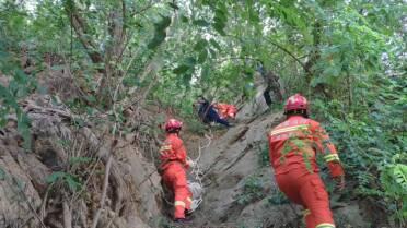 """41秒丨为""""抄近路""""老人被困半山腰 威海消防及时救援"""
