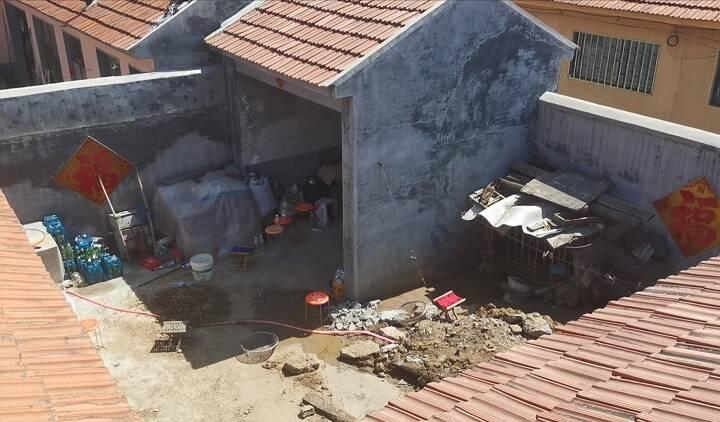 即墨10岁男孩失踪18年案嫌疑人被警方带走 村民称其家中挖出孩子自行车
